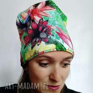 Czapka w kwiaty czapki katarzyna staryk wzór kwiatowy