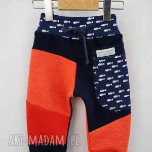 PATCH PANTS spodnie 74 - 98 cm fishbone, papcie, kapcie, antypoślizgowe, rybki