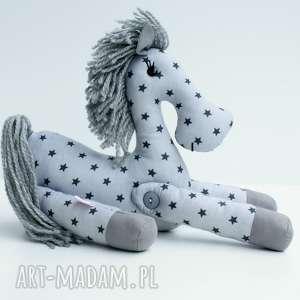 hand made zabawki brykający konik przytulanka w gwiazdki