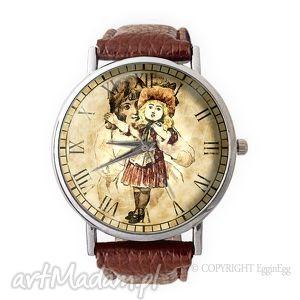 dziewczynka z lalką - skórzany zegarek z dużą tarczą - zegarek