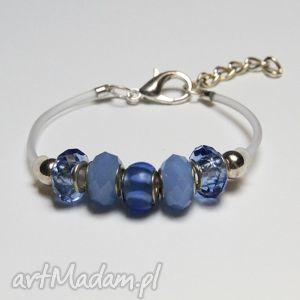 niebieska bransoletka z linki kauczukowej koralikami ze szkła murano, prezent