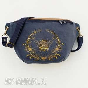 nerka xxl navy pszczoła, nerka, haft, haftowana, torebka