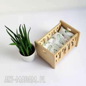 nowoczesne łóżeczko dla lalek wykonane ze sklejki - wzór las