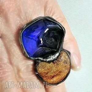 kobaltowe szkło ręcznie przetopione i bursztyn mleczny dla kochającej wielkie