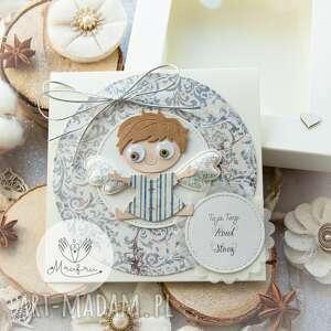 personalizowana kartka z aniołkiem stróżem w pudełeczku narodziny chrzest