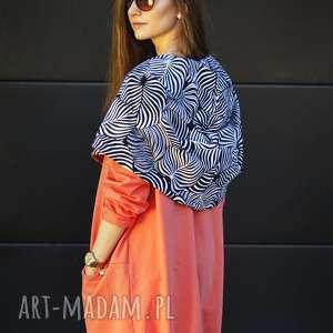 długa bluza oversize z ogromnym kapturem w kolorze koralowym, asymetryczna