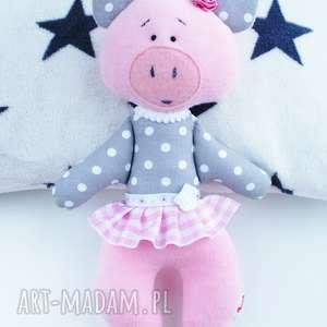świnka maskotka przytulanka w spódnicy, maskotka, przytulanka, niemowlę, prezent
