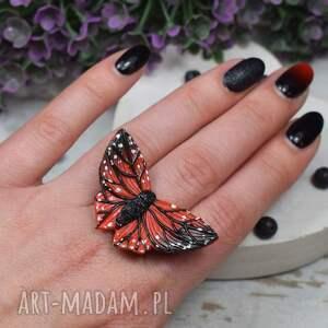 pierścionek regulowany czarno czerwony motyl
