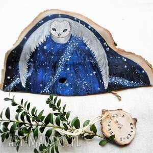 dekoracje sowa na nocnym niebie malowana klinie z drewna, lecąca sowa, nocne