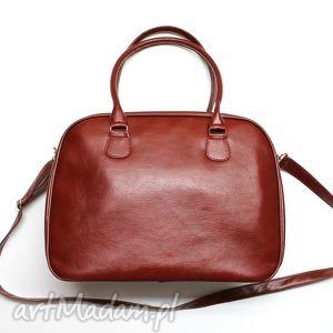 Kuferek weekend - bordowy z połyskiem na ramię torebki niezwykle