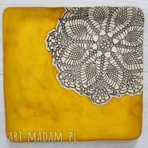 Żółty kwadratowy talerz z koronką zamówienie specjalne ceramika