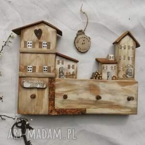rustykalny wieszak z domkami no 1, dom domek, drewniany, ozdoba do domu