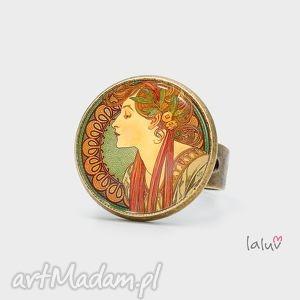 pierścionek laurel