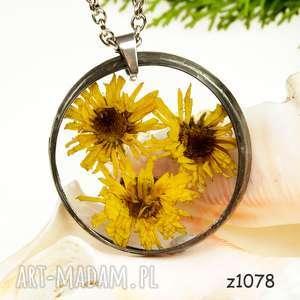 Prezent z1078 Naszyjnik z suszonymi kwiatami herbarium, naszyjnik, biżuteriazżywicy