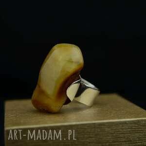 pierścionek z dużym bursztynem srebro, duży pierścionek, pierścień