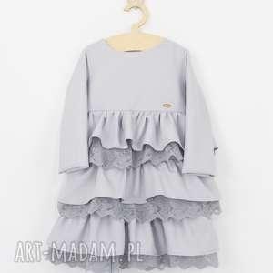 Szara sukienka z falbankami i haftem, falbanki, koronki