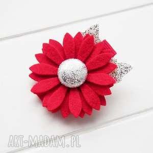 święta upominki Spinka do włosów z kwiatkiem czerwonp srebrny na święta, kwiatek