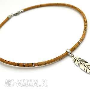 handmade naszyjniki naszyjnik z korka unoco with feather