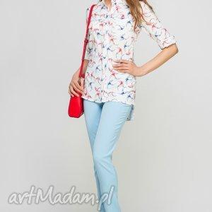Koszula z dłuższym tyłem, K104 jaskółki/ecru, romantyczna, wzór, różowa, dłuższa