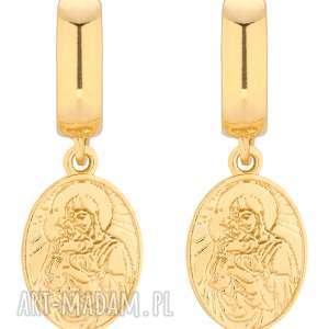 złote kolczyki z medalikami - wiszące, zapinane, stylowe, modne