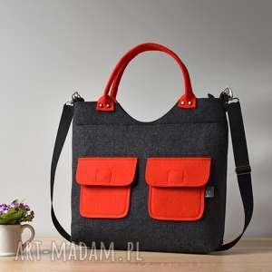 hand-made na ramię duża grafitowa antracytowa filcowa torebka z czerwonymi