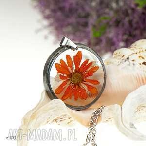 z1031 naszyjnik z suszonymi kwiatami , herbarium jewelry, kwiaty w żywicy