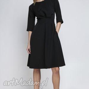 sukienka, suk122 czarny, rozkloszowana, kieszenie, taliowana, zakładki, wesele