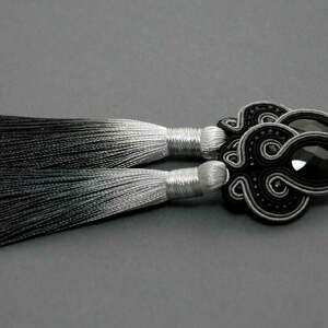 kolczyki sutasz z onyksami i chwostami, sznurek, eleganckie, wiszące, cieniowane