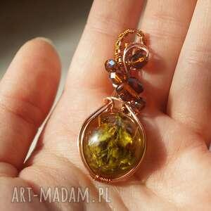 hannah - zawieszka z żywicy i miedzi - zielone wisiorki miedziana biżuteria
