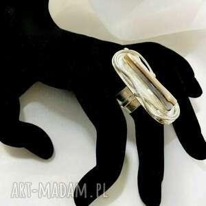unikatowy srebrny pierścionek z kamieniem masa perłowa regulowany ozdobna