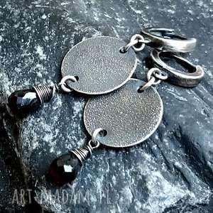 kolczyki ze srebra z granatem, wiszące, srebrne