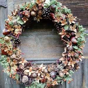 dekoracje wianek na drzwi, wianek, jessienny, kasztany, żołędzie