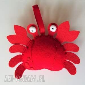 ręcznie zrobione maskotki krab z filcu na sznureczku - zawieszka