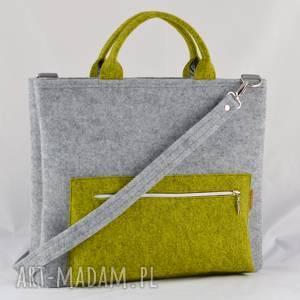 handmade torba na laptopa z filcu w kolorze szarym i limonki, laptopówka minimalistyczna
