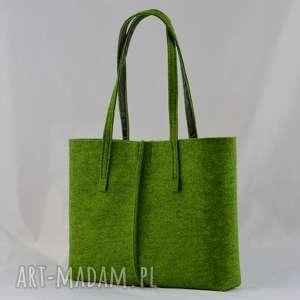 green sheep duża zielona torebka z filcu- minimalistyczna- niska, zieleń, filcowa