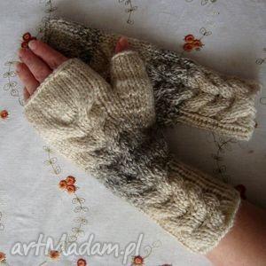 ręczne wykonanie rękawiczki w beżach