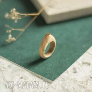 jesionowy pierścionek z peridotem, pierścionek, drewniany peridot