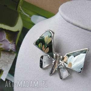 Broszka: Motyl malowany z kryształem górskim, malowana, kryształ