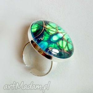 galavena szmaragdowa komnata- pierścionek z oprawionym szkłem grafiką, szmaragd