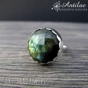 Masywny pierścionek z labradorytem, srebrny pierścionek, zielony labradoryt
