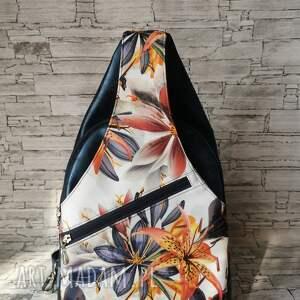 plecak dwukomorowy ekoskóra handmade na jedno ramię granat kwiaty (plecak worek)