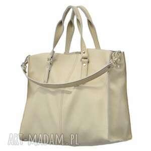 30-0035 kremowa torebka skórzana z paskiem i kontrastowymi przeszyciami rook - modne