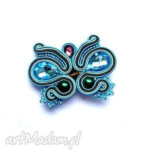 Broszka motyl z kryształkami w technice sutasz broszki molicka