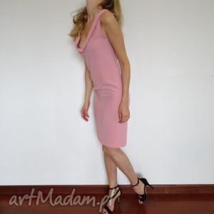 sukienki sukienka ołówkowa pastelowy róż, sukienki, pastelowe, wesele, sluby