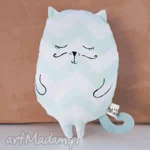 kotek przytulaczek miętowo biały zygzak