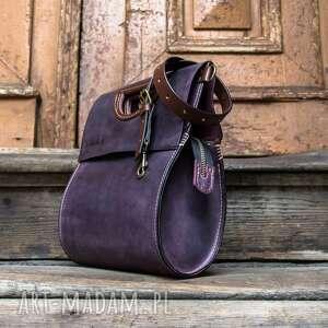 na ramię piękna torebka wykonana ręcznie z wysokiej jakości skóry łezka
