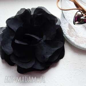 czarny kwiat, jedwab,