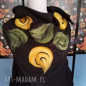 ręczne wykonanie chustki i apaszki czarna chusta handmade wełniana, elementy filcowane