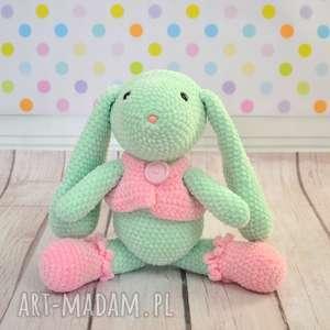 Szydełkowy króliczek z kamizelką, królik, zając, mięta, róż, dziewczynka, roczek