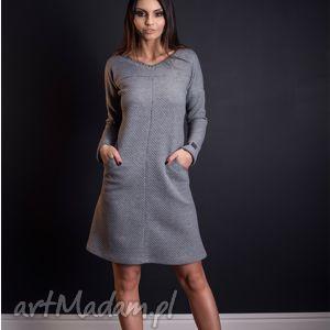 sukienki ciepła sukienka z pikowanej dzianiny kieszeniami i ciekawymi